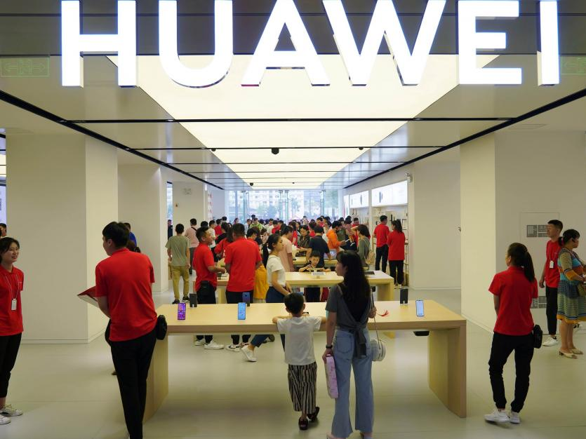 People visit a newly opened Huawei store in Xian, Shaanxi province, China August 22, 2019. Picture taken August 22, 2019. REUTERS